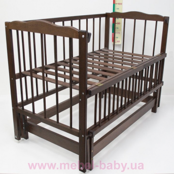 Кроватка с маятниковым механизмом поперечного качания Малятко Колисковий світ 60x120 Орех