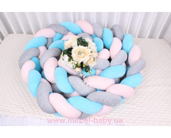 Бортик косичка в кроватку в 3 плетения Мирамель серый с голубым и розовым